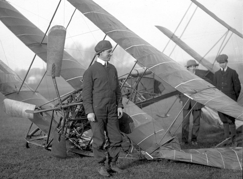 1909-A-V-Roe-I-triplane-wrecked